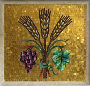 Christ_the_King_Catholic_Church_Ann_Arbor_Michigan_altar_with_wheat_and_grapes_mosaic-300x286